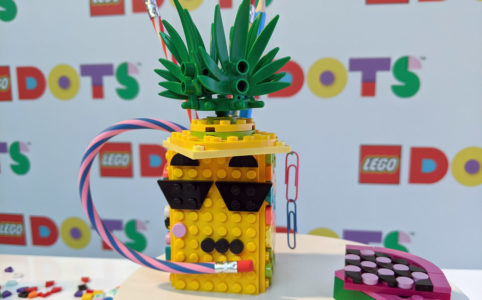 lego-dots-schmuck-spielwarenmesse-nuernberg-armband-neuheit-2020-zusammengebaut-andres-lehmann zusammengebaut.com