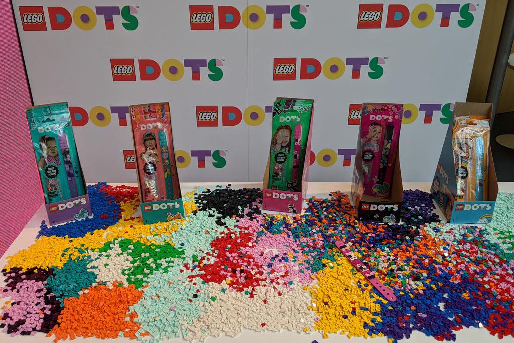 lego-dots-schmuck-spielwarenmesse-nuernberg-armband-verpackungen-band-stand-2020-zusammengebaut-andres-lehmann zusammengebaut.com