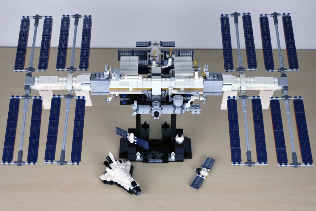 lego-ideas-21321-international-space-station-2020-draufsicht-zusammengebaut-andres-lehmann zusammengebaut.com