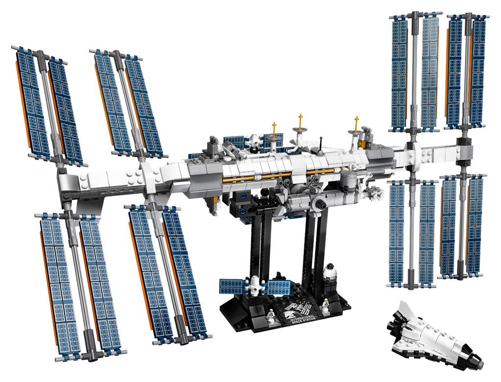 lego-ideas-21321-international-space-station-2020-inhalt-seite zusammengebaut.com