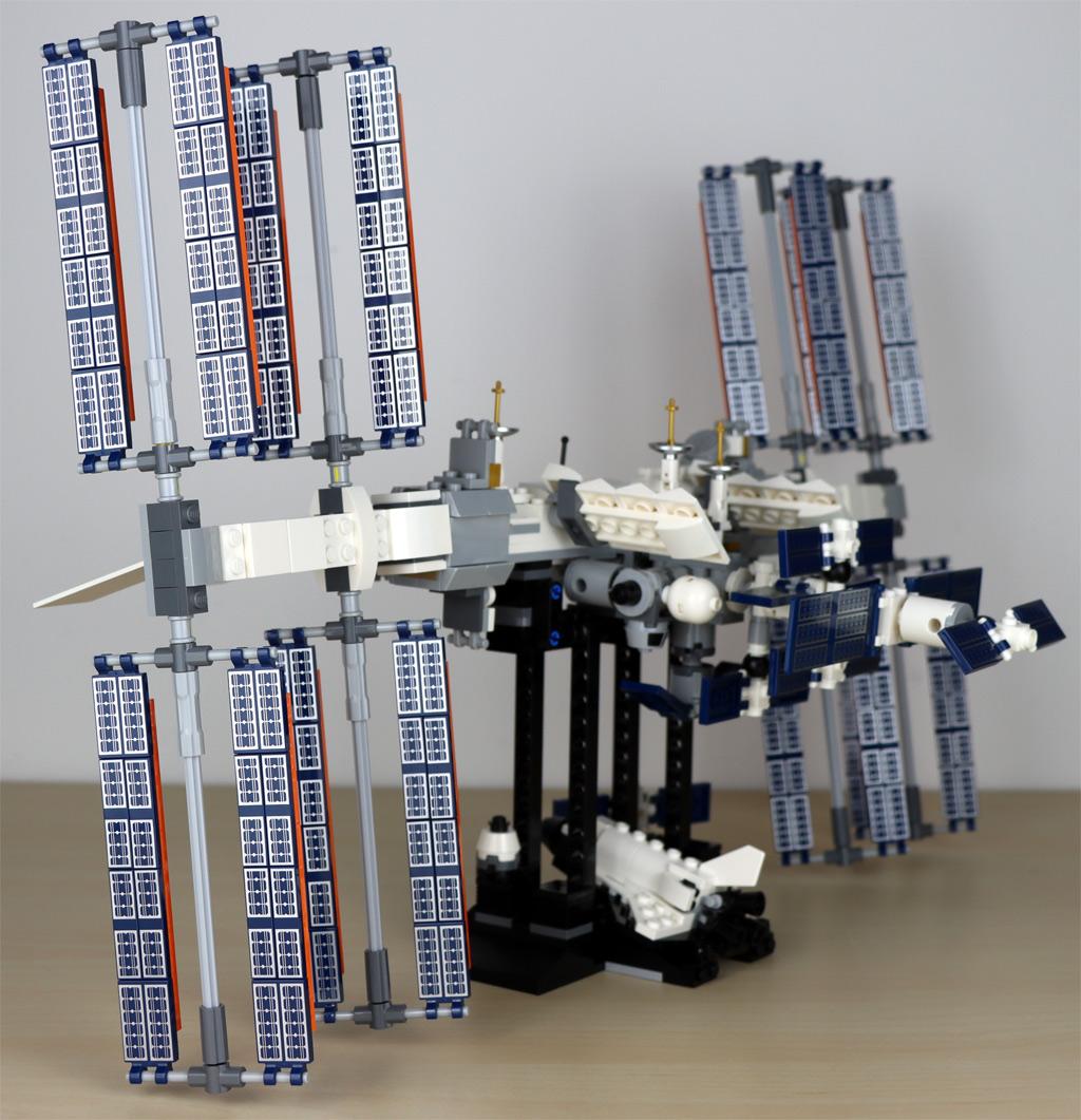 lego-ideas-21321-international-space-station-2020-regal-zusammengebaut-andres-lehmann zusammengebaut.com