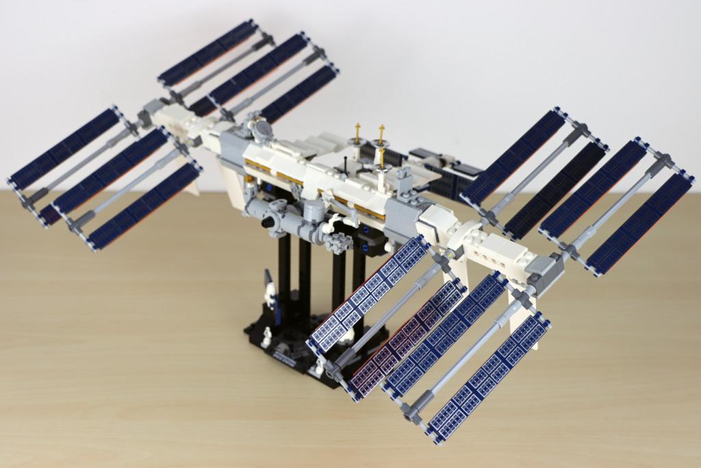 lego-ideas-21321-international-space-station-2020-seitenansicht-zusammengebaut-andres-lehmann zusammengebaut.com