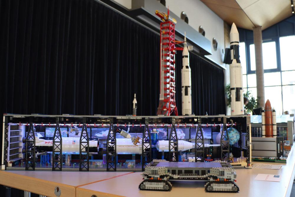lego-projekt-jfk-nasa-space-center-juergen-kropp-gesamtansicht-2019-zusammengebaut-andres-lehmann zusammengebaut.com