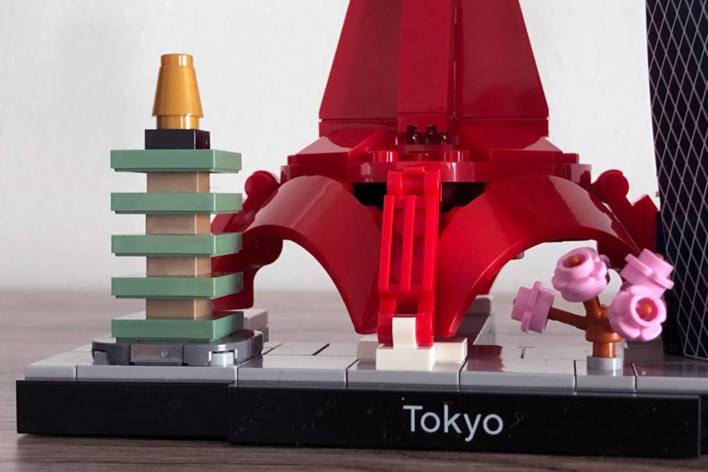 lego-architecture-21051-tokio-skyline-schriftzug-2020-zusammengebaut-michael-kopp zusammengebaut.com