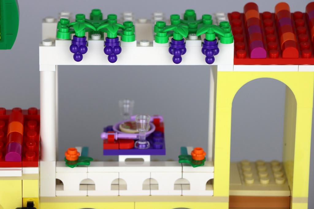 lego-friends-41379-heartlake-city-restaurant-draufsicht-terrasse-2020-zusammengebaut-andres-lehmann zusammengebaut.com