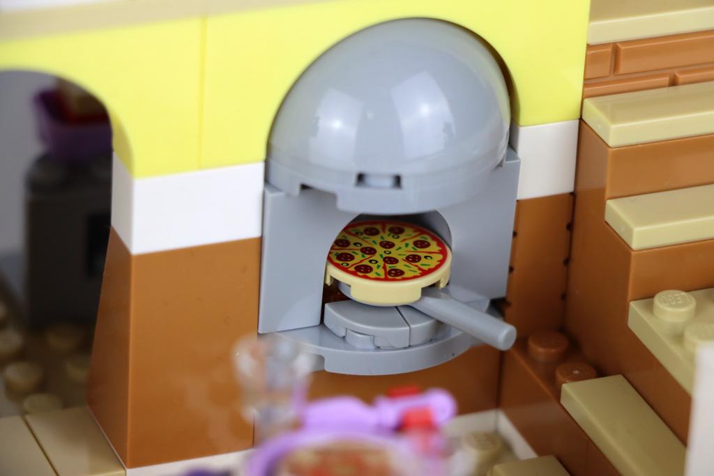 lego-friends-41379-heartlake-city-restaurant-pizza-2020-zusammengebaut-andres-lehmann zusammengebaut.com