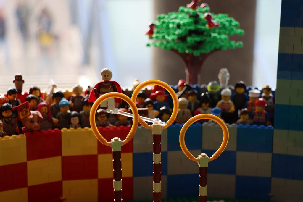 lego-harry-potter-quidditch-turnier-halbfeld-seite-punkt-2019-zusammengebaut-andres-lehmann zusammengebau.com