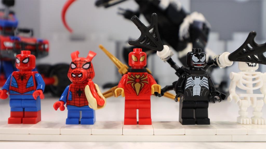 lego-marvel-super-heroes-76151-spider-man-vs-venom-minifiguren-new-york-toy-fair-2020-zusammengebaut-andres-lehmann zusammengebaut.com