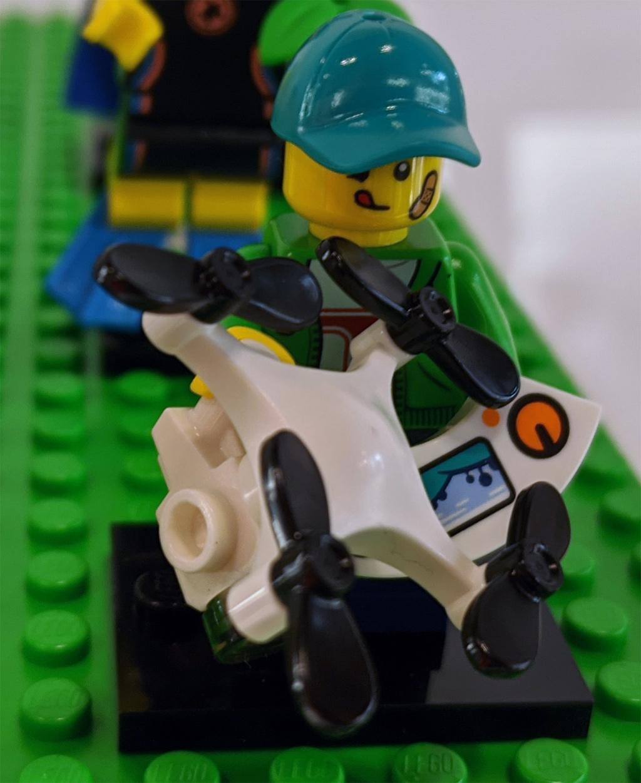 lego-minifiguren-sammelserie-20-71027-drohne-zusammengebaut-2020-andres-lehmann zusammengebaut.com
