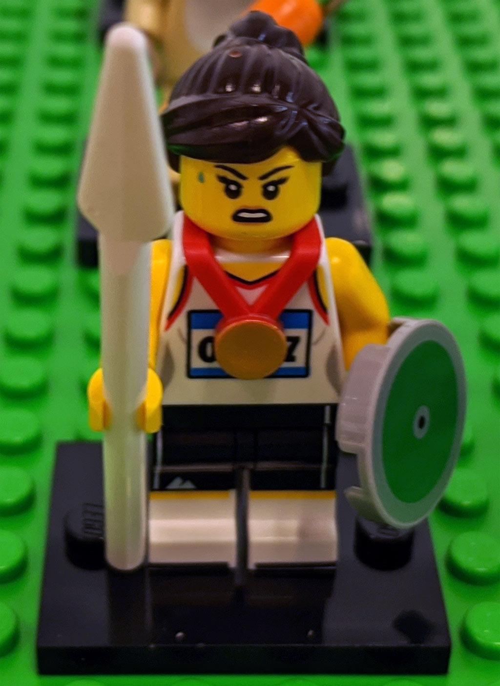 lego-minifiguren-sammelserie-20-71027-sportlerin-zusammengebaut-2020-andres-lehmann zusammengebaut.com