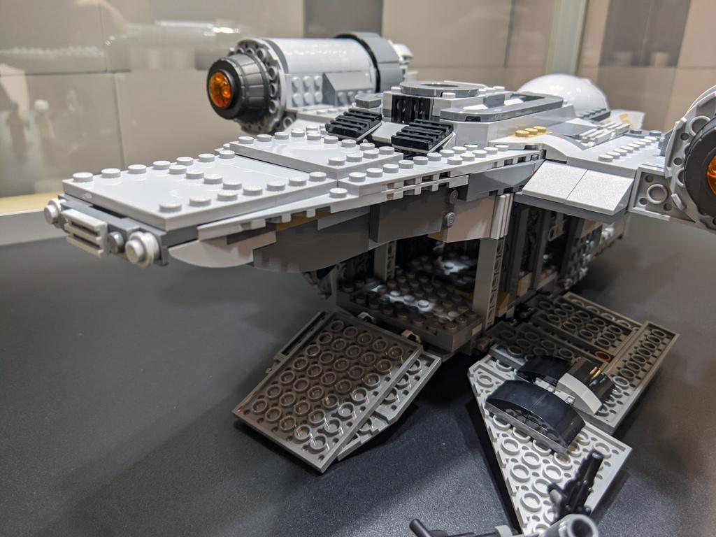lego-star-wars-75292-mandalorian-the-razor-crest-2020-cargo-2020-zusammengebaut-andres-lehmann zusammengebaut.com