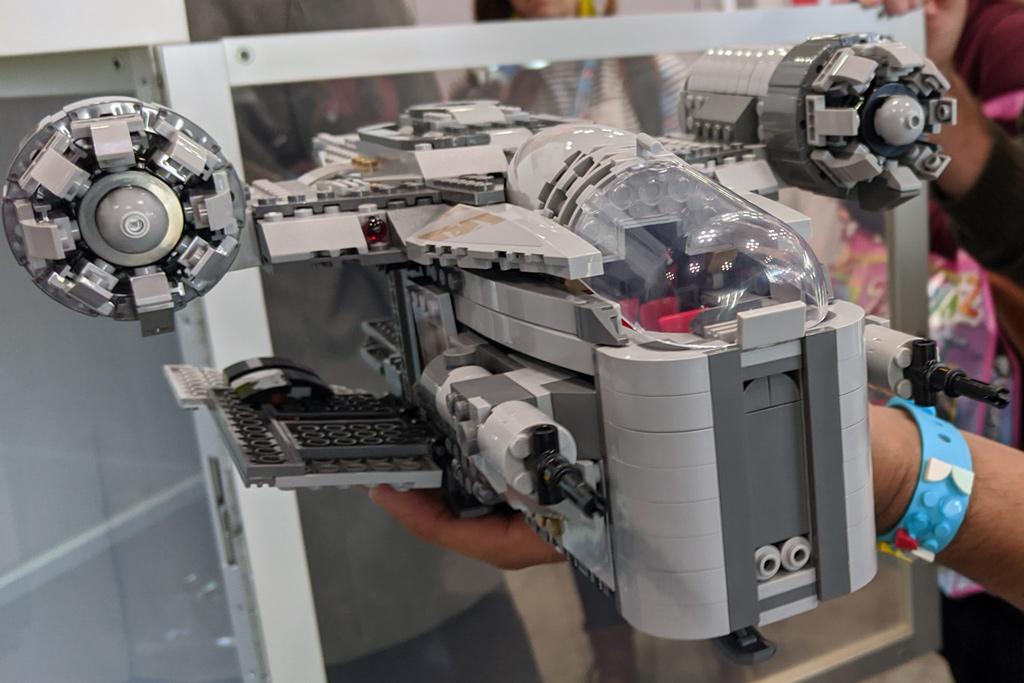 lego-star-wars-75292-mandalorian-the-razor-crest-2020-front-2020-zusammengebaut-andres-lehmann zusammengebaut.com