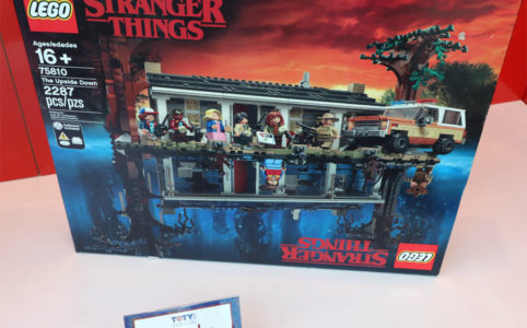 lego-stranger-things-75810-the-upside-down-box-front-new-york-toy-fair-2020-zusammengebaut-andres-lehmann zusammengebaut.com