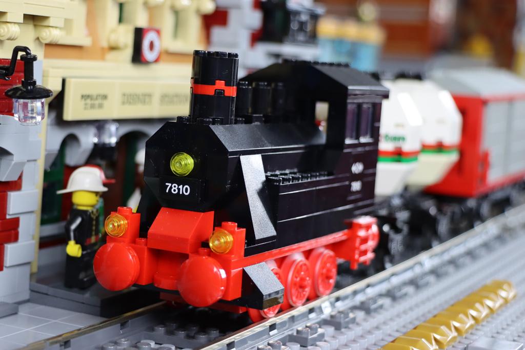 lego-zug-40-jahre-40370-disney-bahnhof-station-2020-zusammengebaut-andres-lehmann zusammengebaut.com