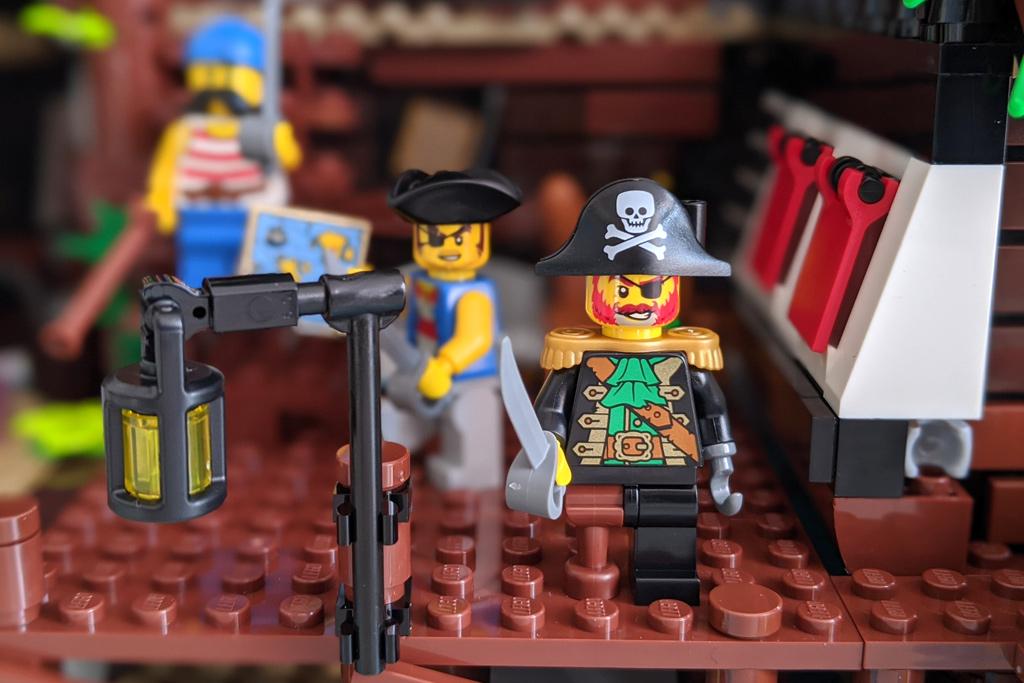lego-ideas-21322-pirates-of-barracuda-bay-piraten-bewohner-2020-zusammengebaut-andres-lehmann zusammengebaut.com