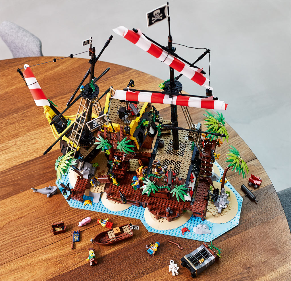 lego-ideas-21322-pirates-of-barracuda-bay-piraten-bucht-2020-draufsicht zusammengebaut.com