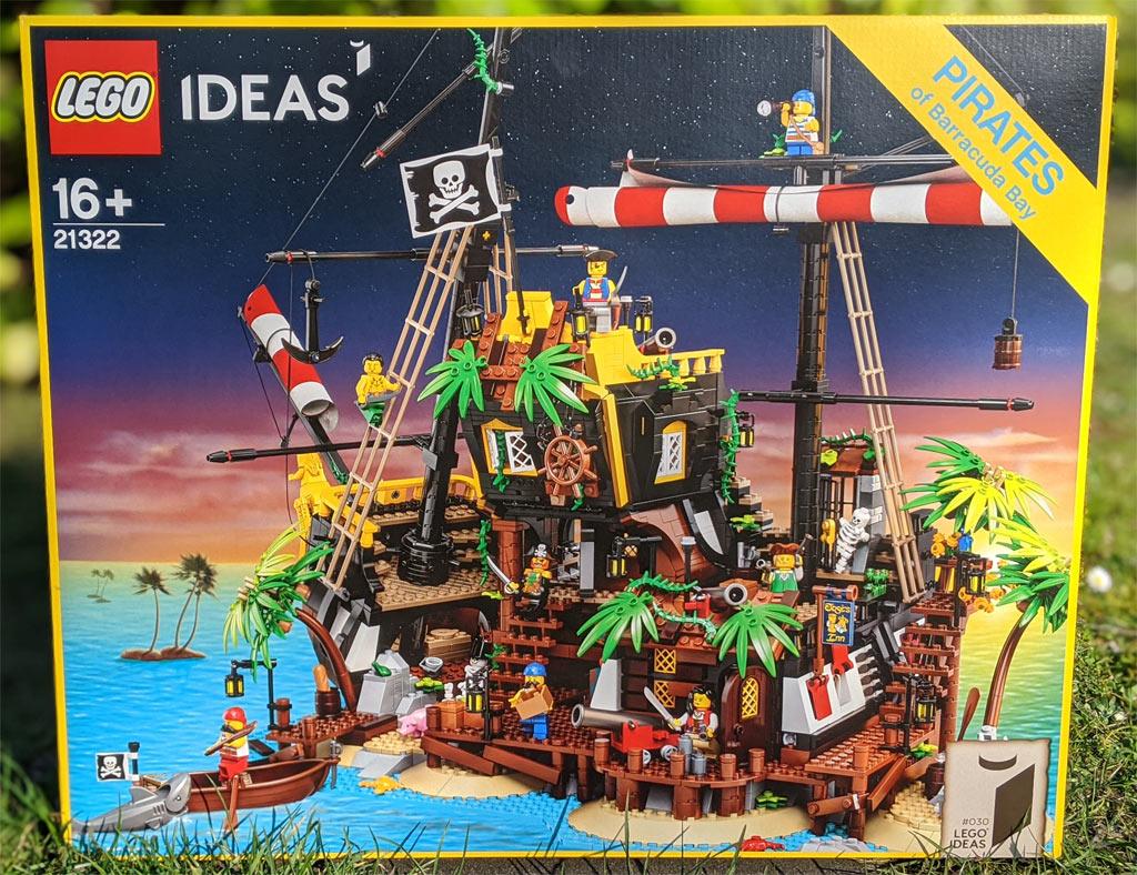 lego-ideas-21322-pirates-of-barracuda-bay-piraten-bucht-box-front-2020-zusammengebaut-andres-lehmann zusammengebaut.com
