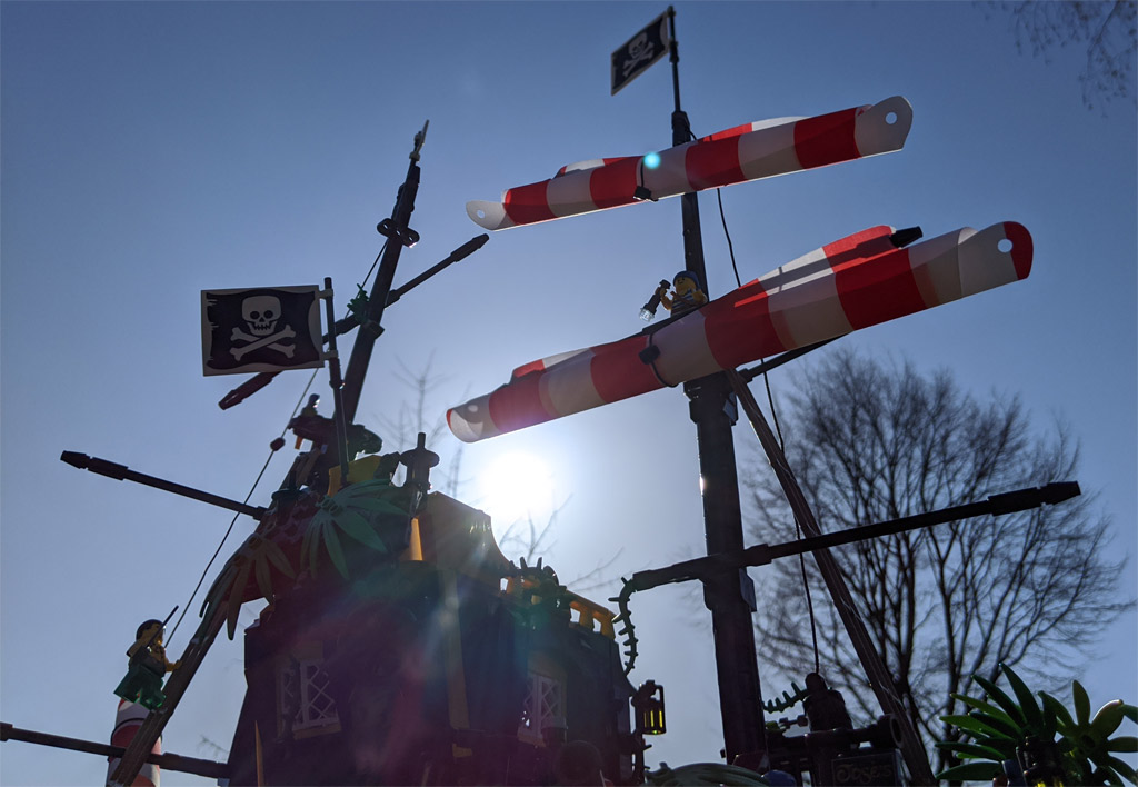 lego-ideas-21322-pirates-of-barracuda-bay-piraten-bucht-gegenlicht-2020-zusammengebaut-andres-lehmann zusammengebaut.com