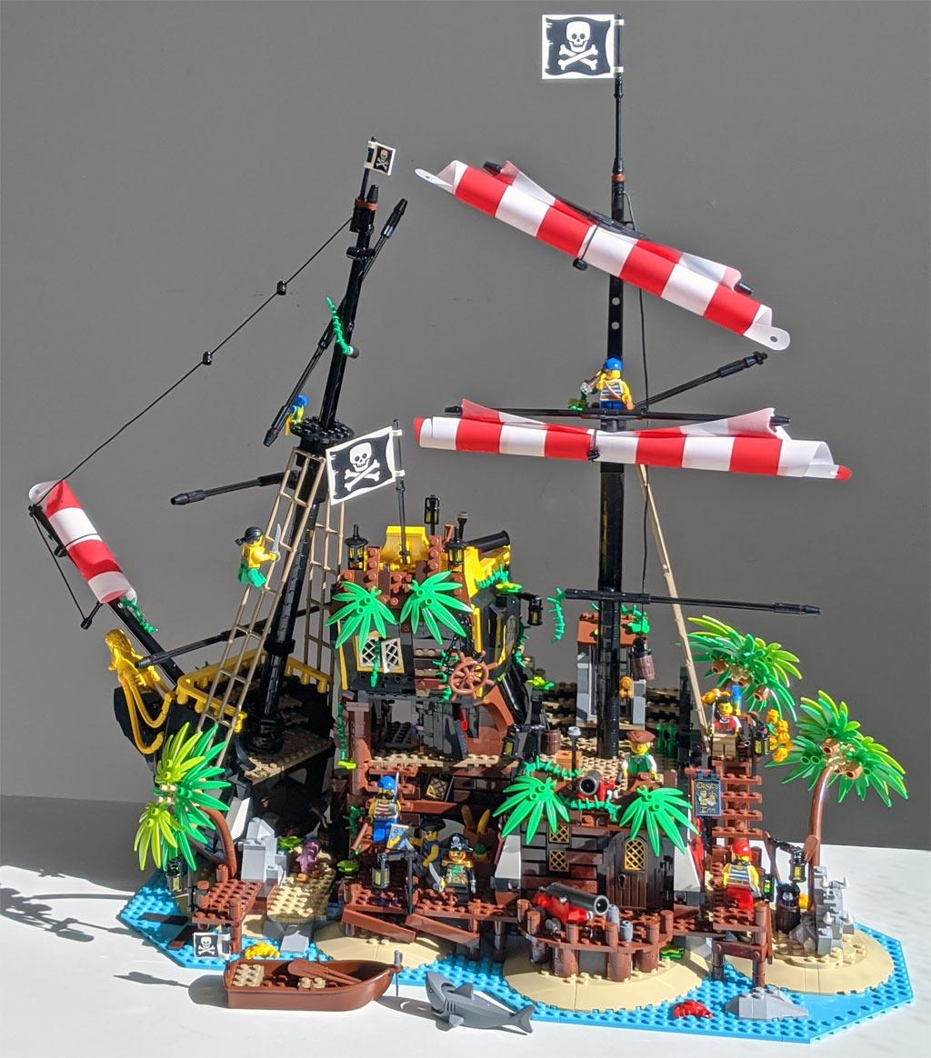 lego-ideas-21322-pirates-of-barracuda-bay-piraten-bucht-gesamtansicht-sonne-2020-zusammengebaut-andres-lehmann zusammengebaut.com
