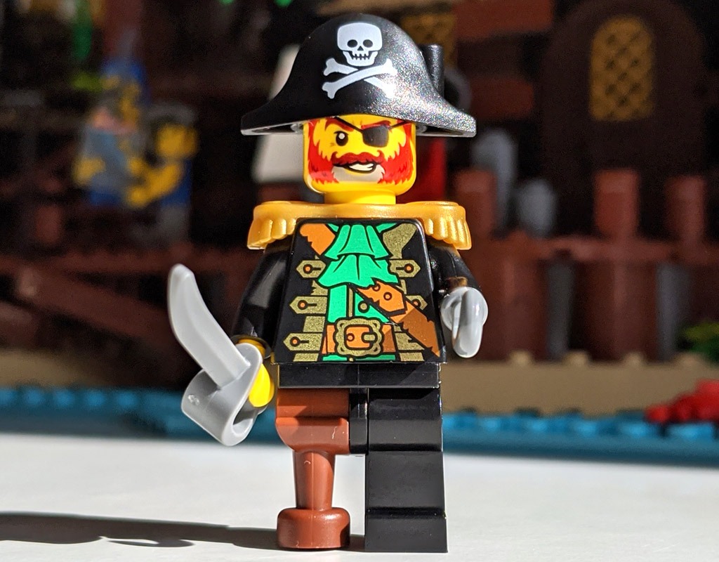 lego-ideas-21322-pirates-of-barracuda-bay-piraten-bucht-minifigur-1-2020-zusammengebaut-andres-lehmann zusammengebaut.com
