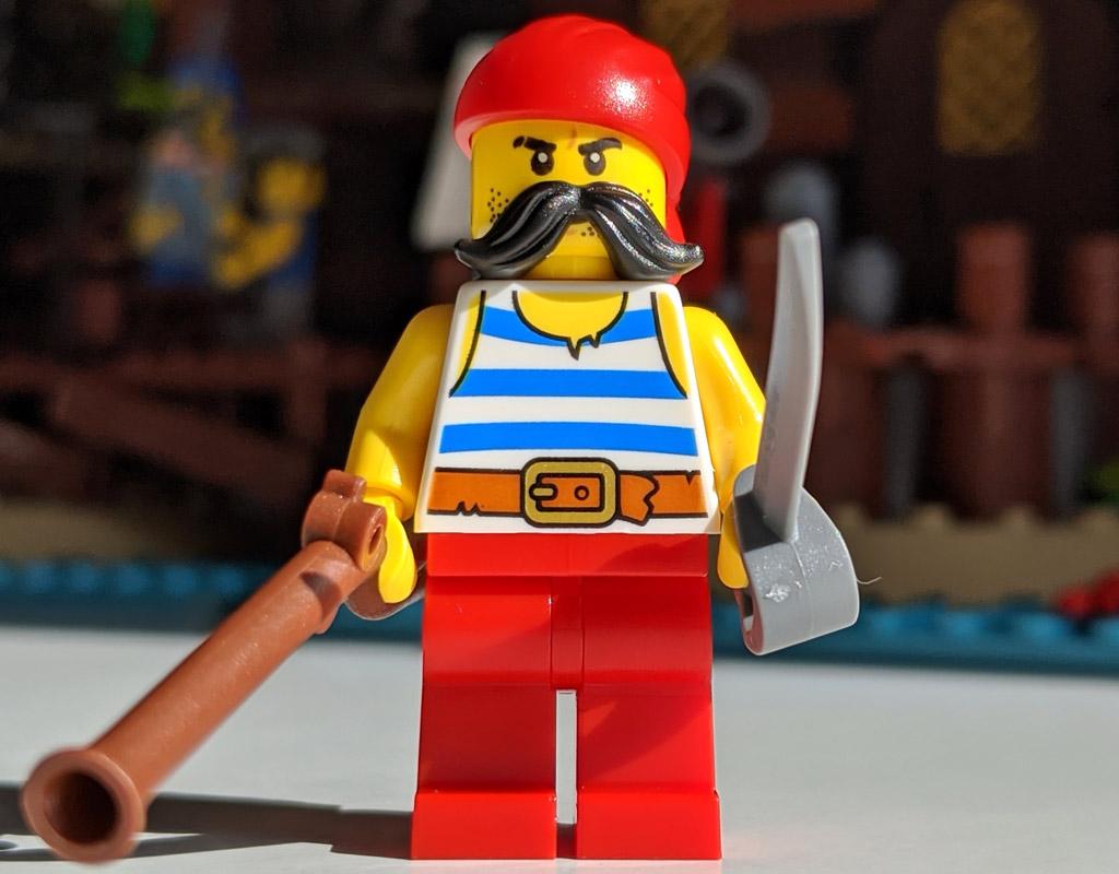 lego-ideas-21322-pirates-of-barracuda-bay-piraten-bucht-minifigur-2-2020-zusammengebaut-andres-lehmann zusammengebaut.com