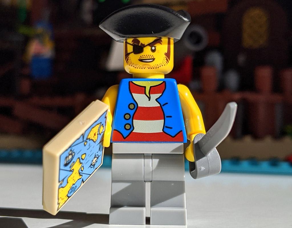 lego-ideas-21322-pirates-of-barracuda-bay-piraten-bucht-minifigur-4-2020-zusammengebaut-andres-lehmann zusammengbaut.com