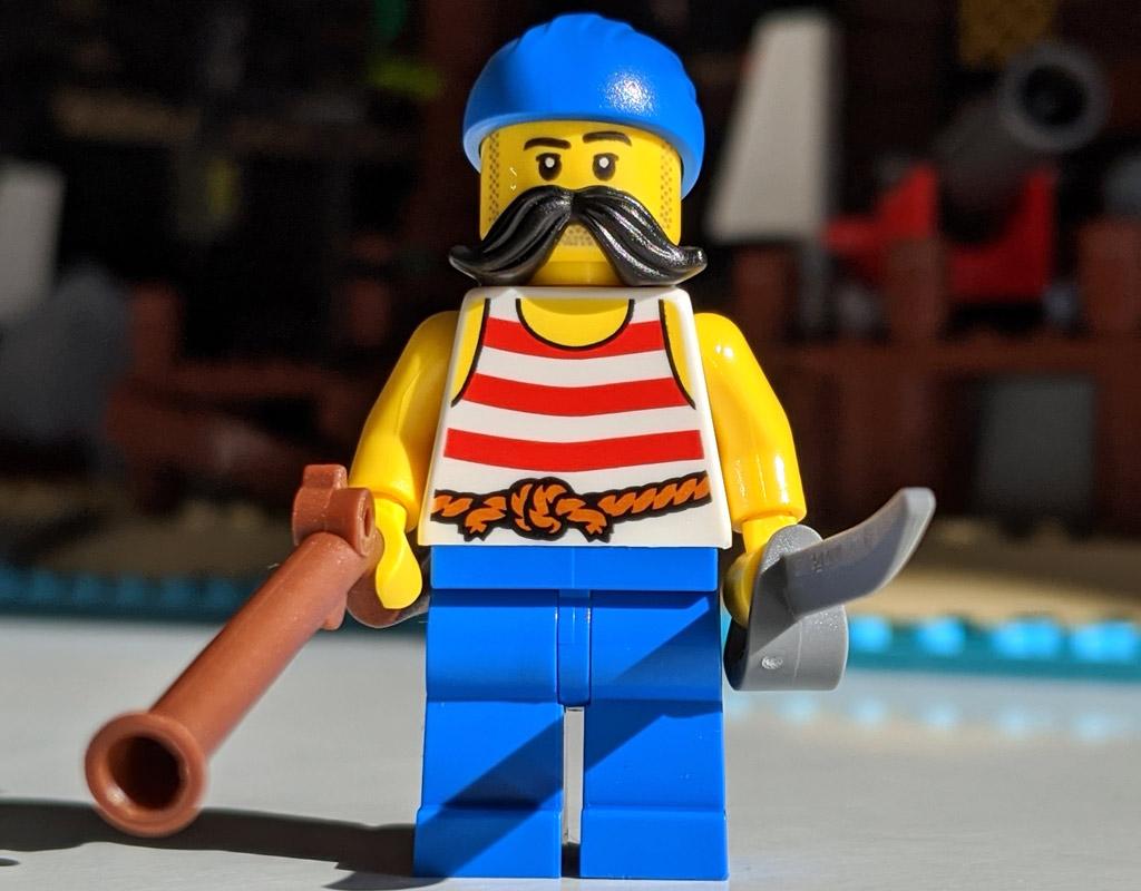 lego-ideas-21322-pirates-of-barracuda-bay-piraten-bucht-minifigur-5-2020-zusammengebaut-andres-lehmann zusammengbaut.com