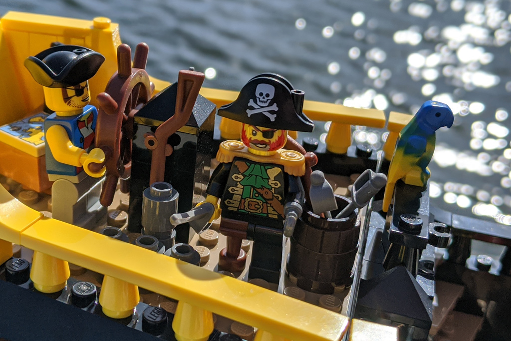 lego-ideas-21322-pirates-of-barracuda-bay-piraten-bucht-schiff-kapitaen-rotbart-2020-zusammengebaut-andres-lehmann zusammengebaut.com
