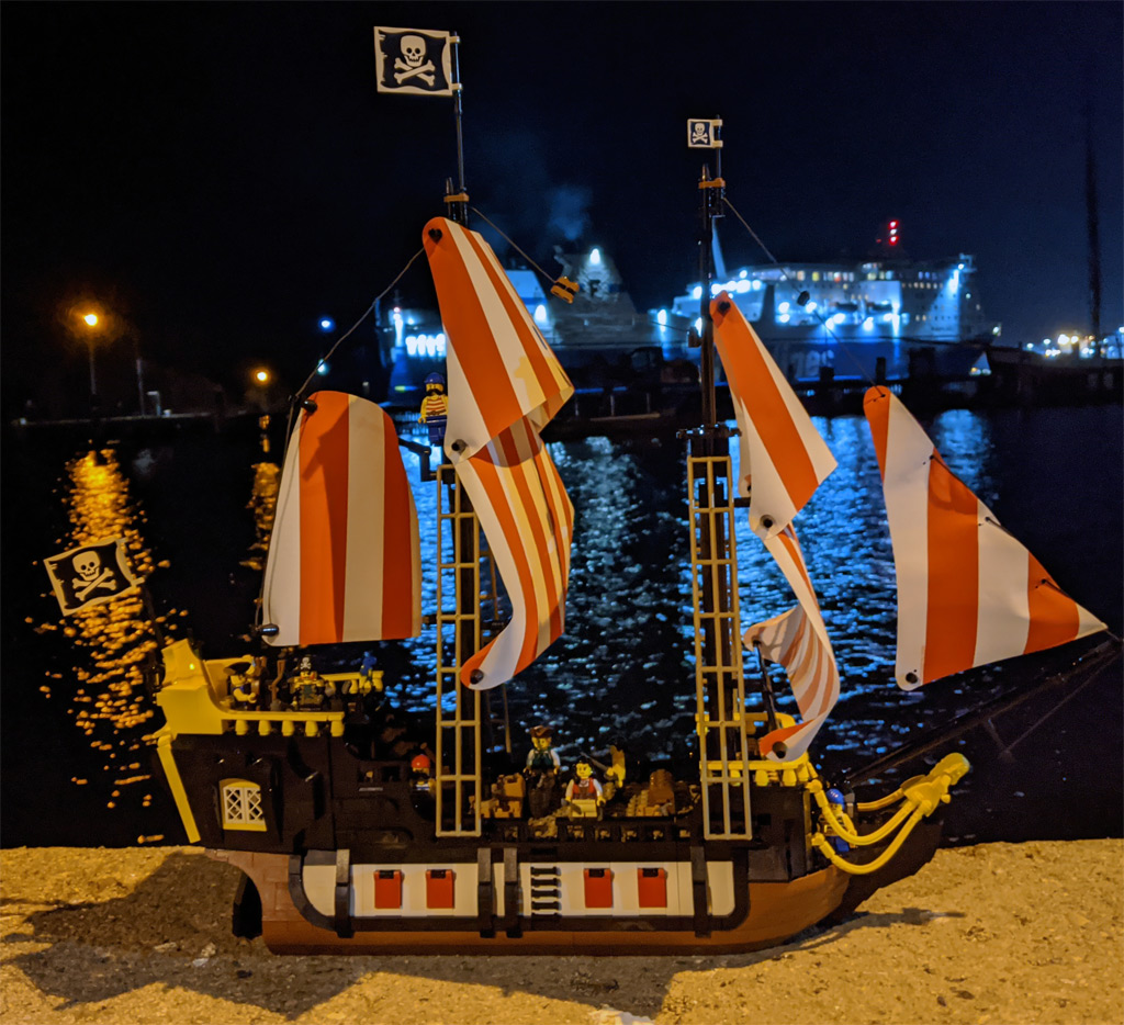 lego-ideas-21322-pirates-of-barracuda-bay-piraten-bucht-schiff-nacht-1-2020-zusammengebaut-andres-lehmann zusammengebaut.com