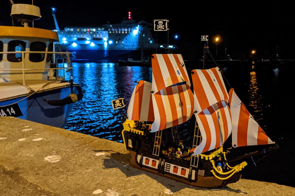 lego-ideas-21322-pirates-of-barracuda-bay-piraten-bucht-schiff-nacht-2-2020-zusammengebaut-andres-lehmann zusammengebaut.com