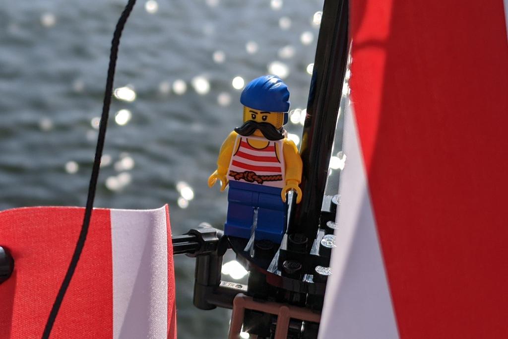 lego-ideas-21322-pirates-of-barracuda-bay-piraten-bucht-schiff-segel-ausguck-2020-zusammengebaut-andres-lehmann zusammengebaut.com
