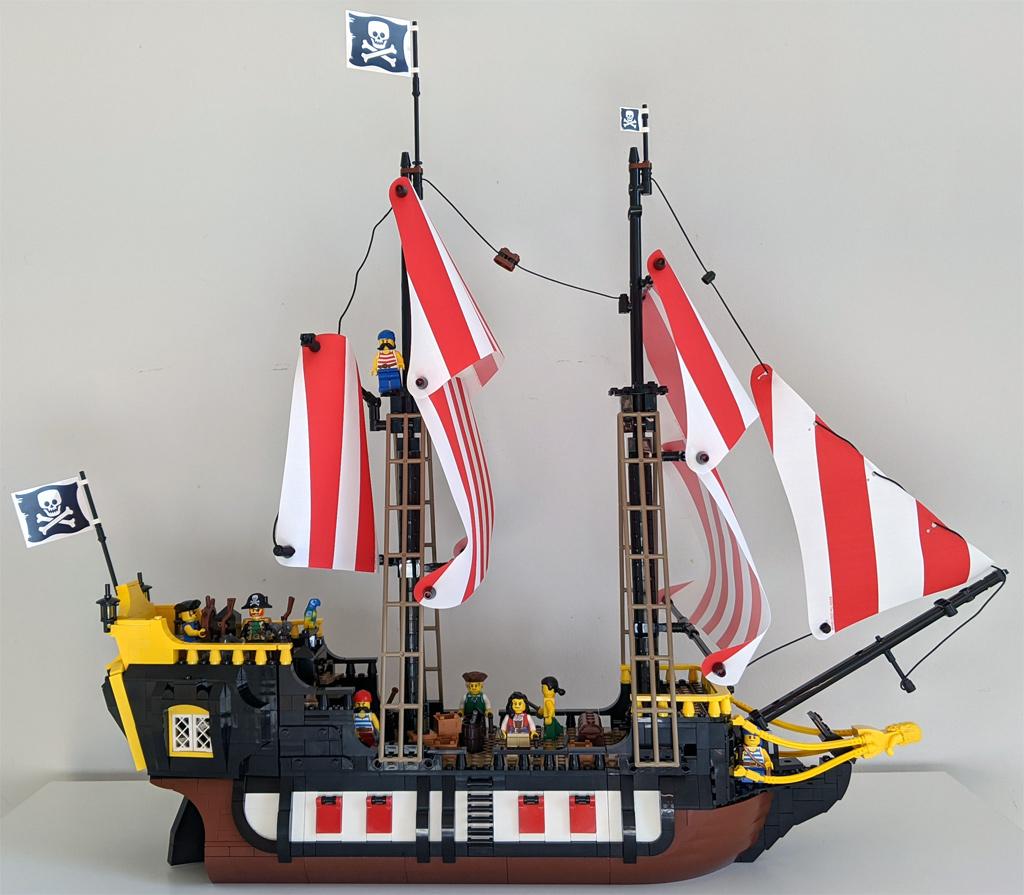 lego-ideas-21322-pirates-of-barracuda-bay-piraten-bucht-schiff-seite-drinnen-2020-zusammengebaut-andres-lehmann zusammengebaut.com