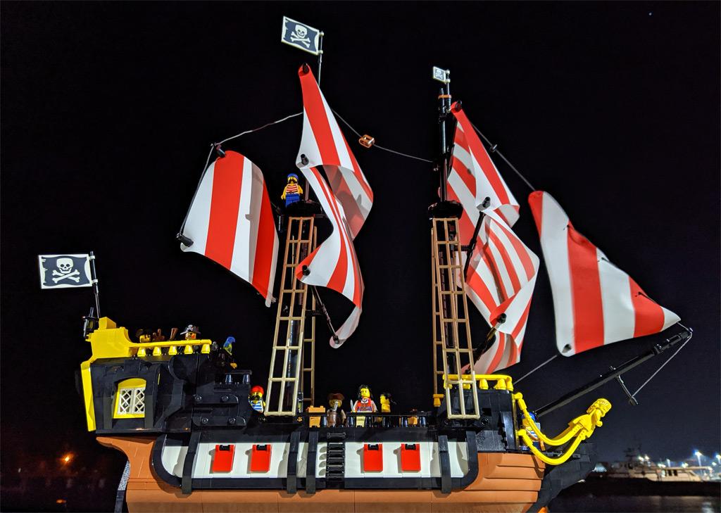 lego-ideas-21322-pirates-of-barracuda-bay-piraten-bucht-seite-nacht-2020-zusammengebaut-andres-lehmann zusammengebaut.com