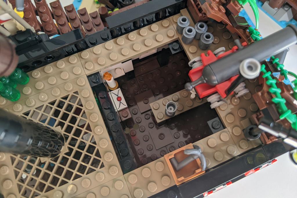 lego-ideas-21322-pirates-of-barracuda-bay-piraten-deck-kanone-2020-zusammengebaut-andres-lehmann