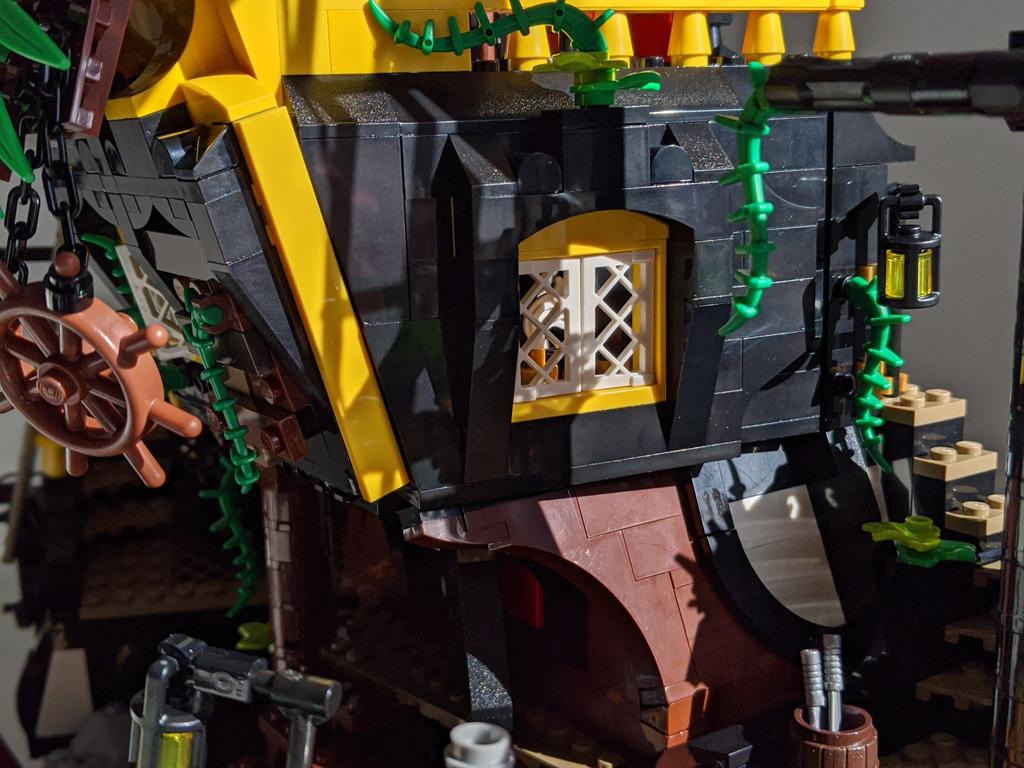 lego-ideas-21322-pirates-of-barracuda-bay-piraten-fenster-2020-zusammengebaut-andres-lehmann zusammengebaut.com