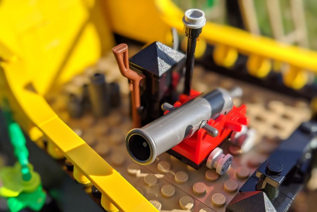 lego-ideas-21322-pirates-of-barracuda-bay-piraten-kanone-sonne-2020-zusammengebaut-andres-lehmann zusammengebaut.com
