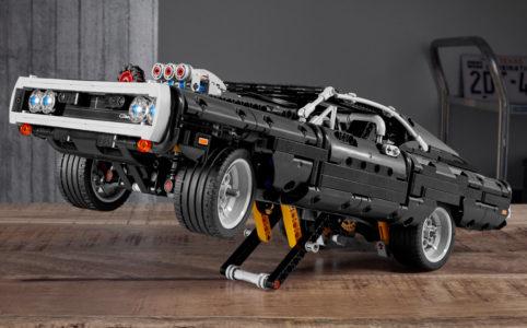 lego-technic-42111-doms-dodge-charger-front-hoch-2020 zusammengebaut.com