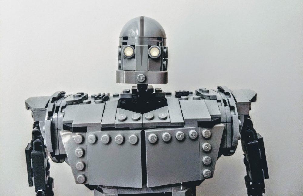 lego-ideas-the-iron-giant-20th-anniversary-edition-brettCuv zusammengebaut.com