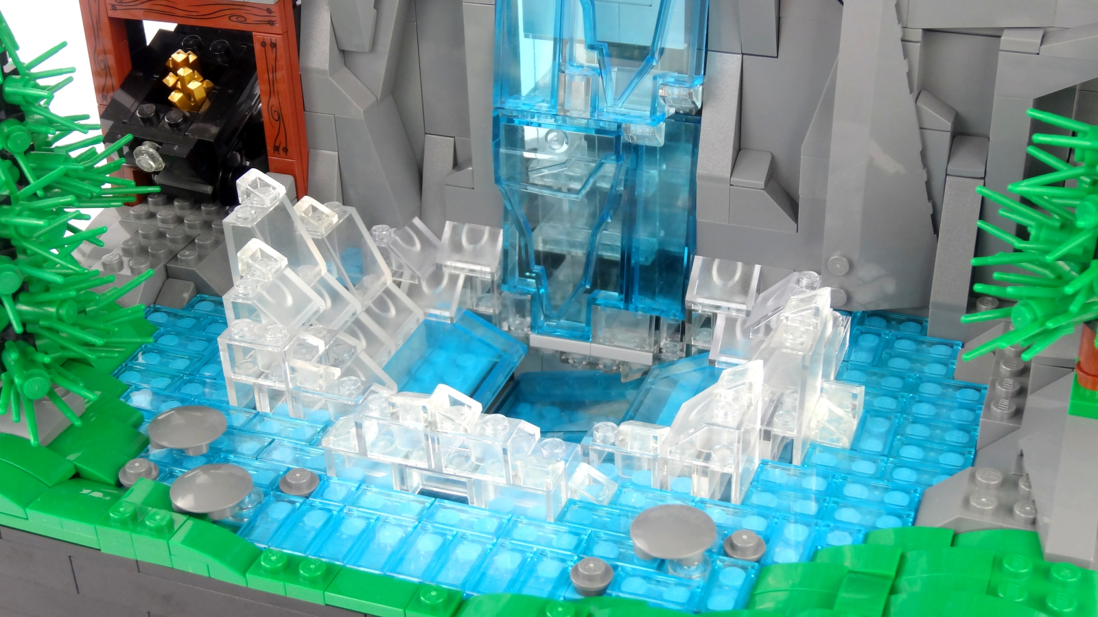 lego-ideas-working-waterfall-with-continuous-flowing-water-legoparadise-4 zusammengebaut.com