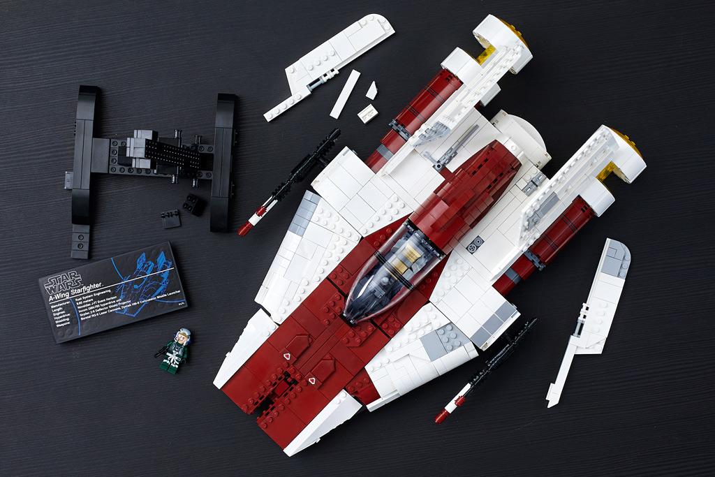 lego-star-wars-75275-ucs-a-wing-starfighter-2020-draufsicht-tisch zusammengebaut.com
