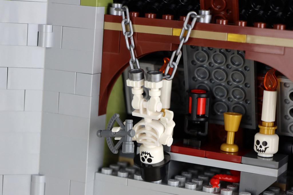 lego-10273-hautend-house-geisterhaus-auf-dem--jahrmarkt-fairground-edition-skelett-2020-zusammengebaut-andres-lehmann zusammengebaut.com
