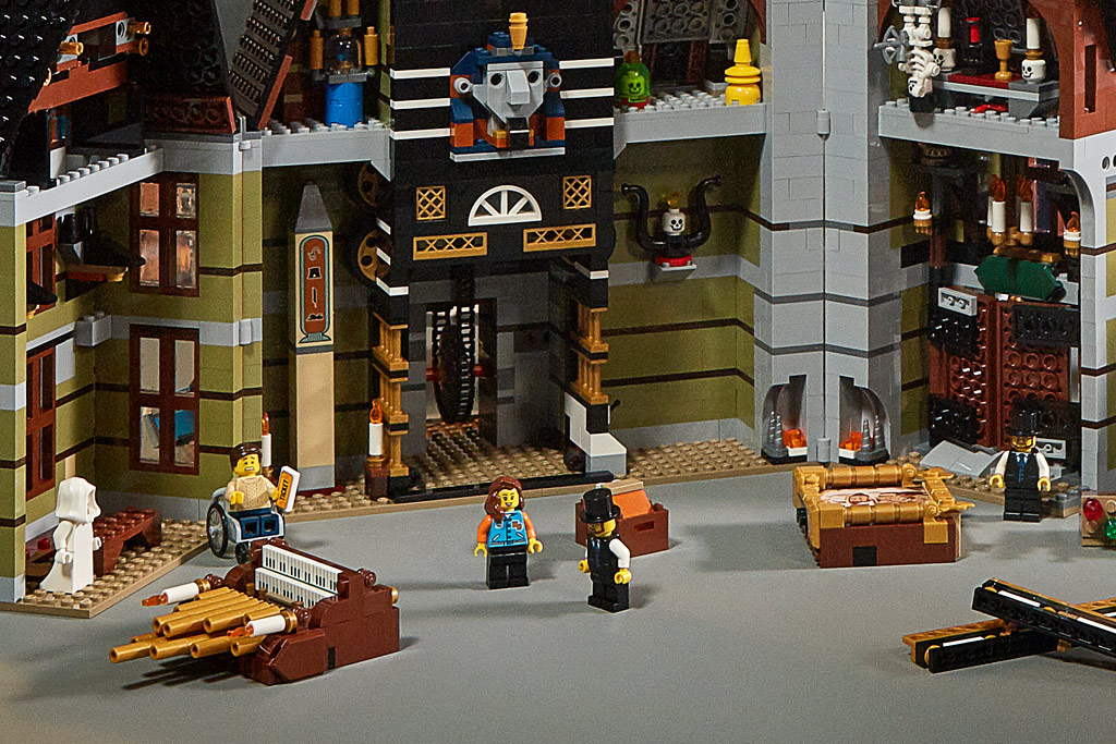 lego-fairground-collection-10273-haunted-house-spukhaus-2020-bauen zusammengebaut.com