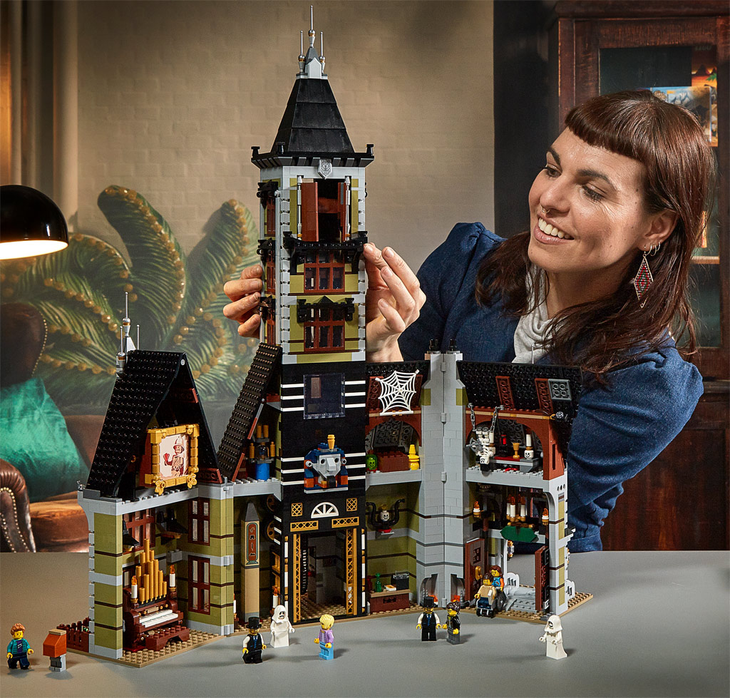 lego-fairground-collection-10273-haunted-house-spukhaus-2020-fertig zusammengebaut.com