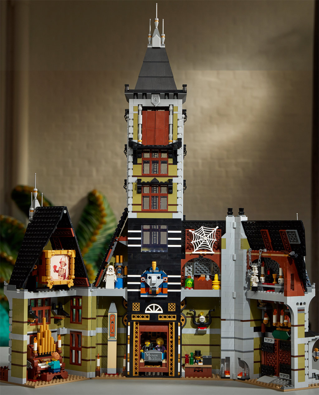 lego-fairground-collection-10273-haunted-house-spukhaus-2020-rueckseite zusammengebaut.com