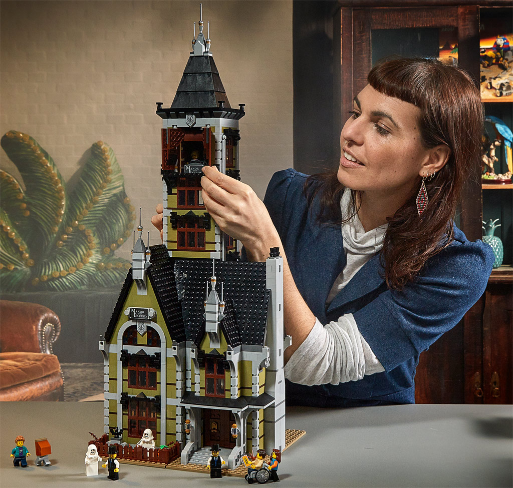 lego-fairground-collection-10273-haunted-house-spukhaus-2020-zugeklappt zusammengebaut.com