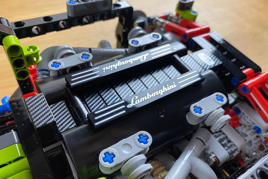 lego-technic-42115-lamborghini-sian-fkp-37-2020-schriftzug-zusammengebaut-matthias-kuhnt zusammengebaut.com