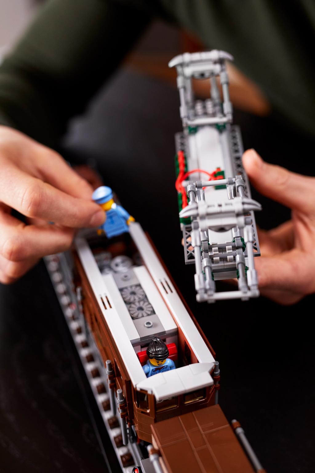 lego-10277-crocodile-locomotive-2020-powered-up-app-2 zusammengebaut.com