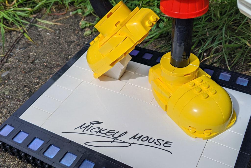 lego-43179-disney-mickey-mouse-minnie-mouse-sockel-2020-zusammengebaut-andres-lehmann zusammengebaut.com