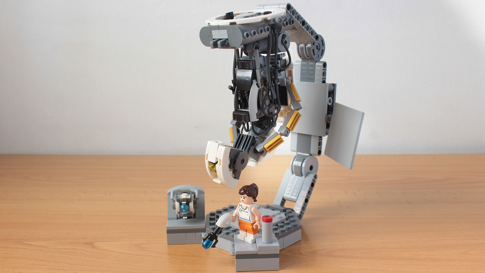 lego-ideas-portal-2-gloados-vs-chell-and-wheatley-hachiroku24-2 zusammengebaut.com