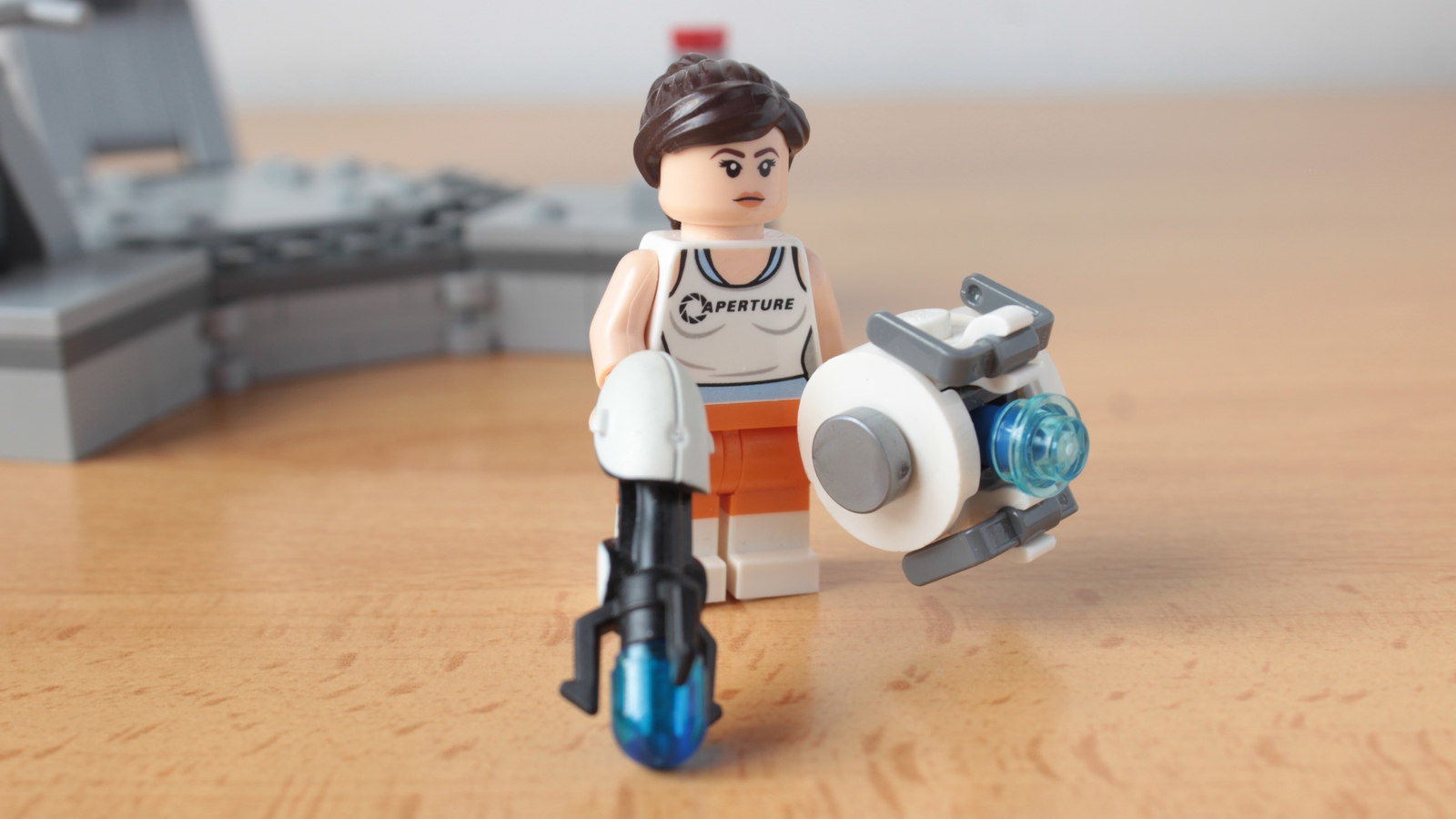 lego-ideas-portal-2-gloados-vs-chell-and-wheatley-hachiroku24-3 zusammengebaut.com